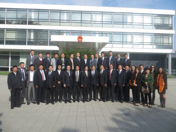 Photo of Mr. Wen Zhenshun, Consul-general of China in Frankfurt and the China delegation