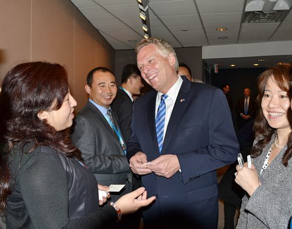 Mr. Terry McAuliffe is having a cordial talk with Chinese entrepreneurs